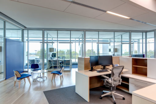 Modern workstation and Aeron chairs for Utah office
